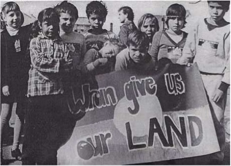 Wran give us our Land, photo by Elaine Kitchener.